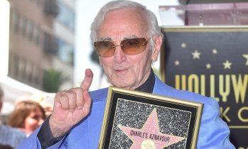 Шарл Азнавур със своя звезда на Алеята на славата в Холивуд